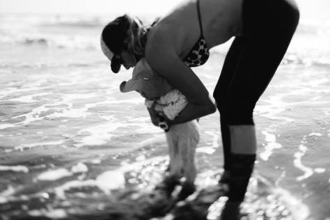 beach baby toes in water bw